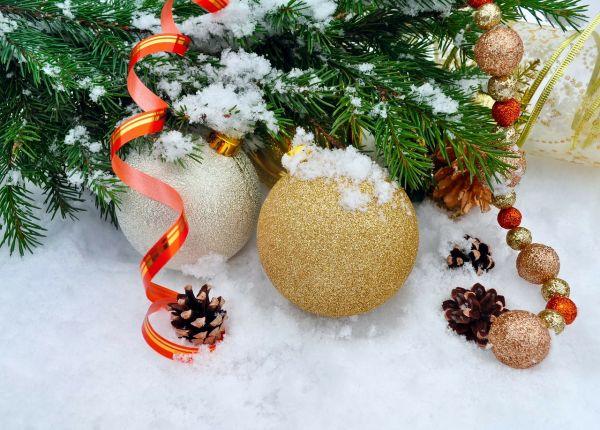 Christmas-tree-and-balls.jpg